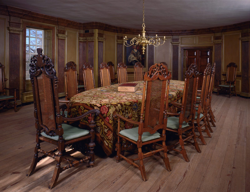 Charmant Council Chamber In The Capitol At Colonial Williamsburg. The Chairs Around  This Table Were Reproduced By Wallace Nutting In 1933 For The Colonial ...